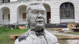 Ілюстративне фото. Скульптура Віктора Януковича, виготовлена київськими студентами, 2012 рік, Київ