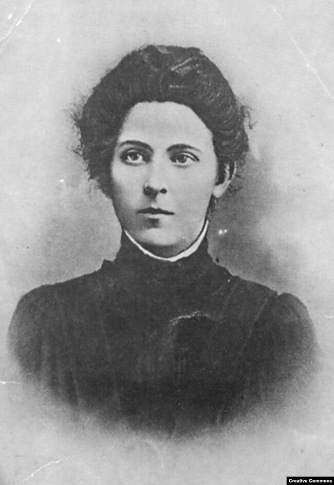 Мария Спиридонова, будущий лидер левых эсеров, в юные годы