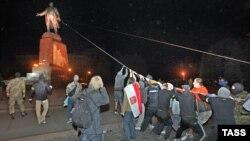 Знесення пам'ятника Леніну у Харкові, вересень, 2014 року