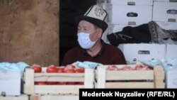 Kyrgyzstan - Osh - Generic - coronavirus - quarantine - market - vegetables - tomato - 10 April 2020