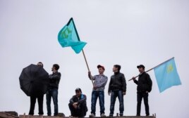 Траурная акция крымских татар на окраине Симферополя