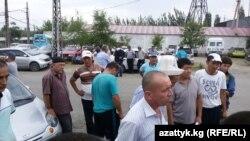 Водители троллейбусов Оша вышли на забастовку, 10 августа 2017 г.