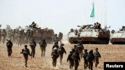 Израил өкмөтү Газа тилкесинен болгон ракеталык чабуулдарды токтотуу үчүн кошумча чара көрөөрүн билдирди.