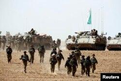"""Солдаты израильской пехотной бригады """"Нахаль"""" возле границы сектора Газа"""
