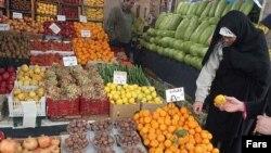 درآمد متوسط خانوارهای شاغل ايرانی کمتر از ۴۲۷ هزار تومان درماه است که توان مقابله با گرانی را از آنان سلب می کند.