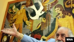 گروه كوچ در اوایل دهه 50 شكل گرفت و اولین کار حرفه ای خود را با نمايش كوچ نوشته و كار بهزاد فراهانی آغاز کرد.