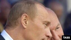 По мнению Алексея Мухина, ответственность за развивающийся скандал лежит сейчас на Владимире Путине и Юрии Лужкове