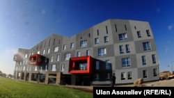 Здание АУЦА. Архивное фото.