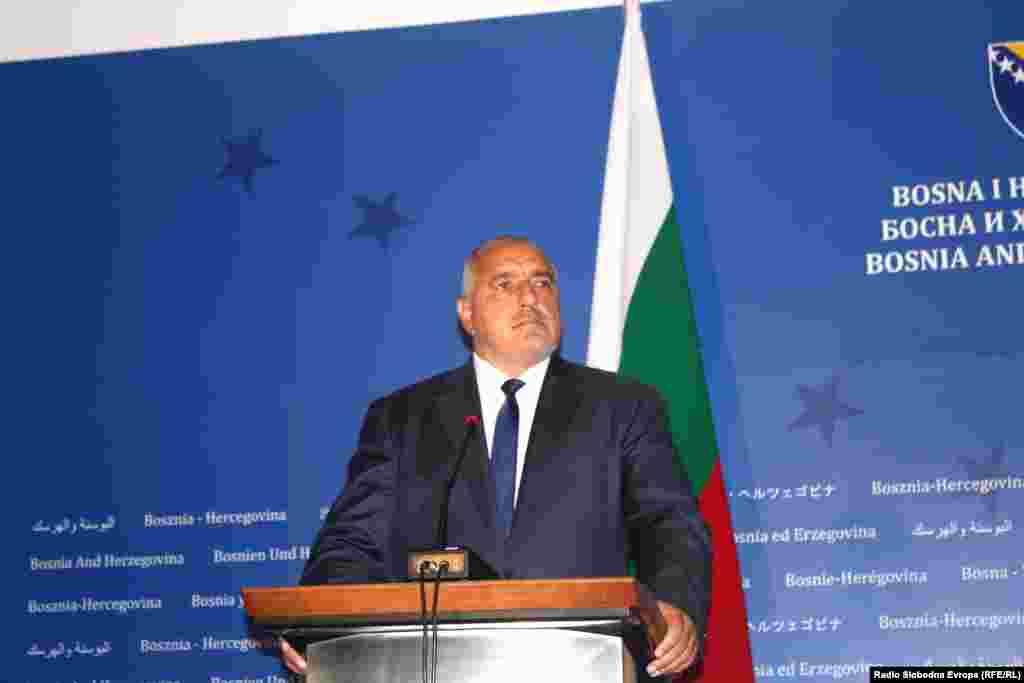 БОСНА И ХЕРЦЕГОВИНА - Бугарскиот премиер од Сараево со препорака до земјите од Западен Балкан како до побрза интеграција во ЕУ. Политичките елити на земјите од Западен Балкан треба претходно да ги решат споровите со другите држави од регионот за да бидат примени во ЕУ, порача Бојков од Сараево, каде беше во официјална посета.