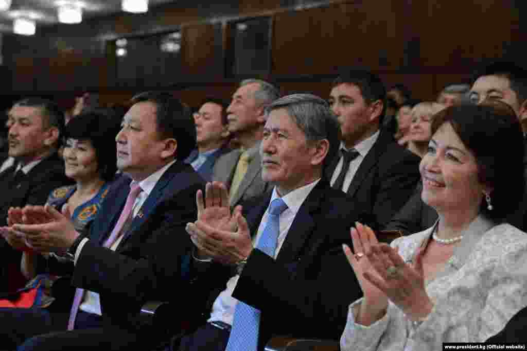Кыргызстан. Бишкек. Торжественный концерт в Кыргызской Национальной филармонии с участием первых лиц государства.