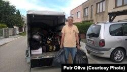 Петр Оліва збирає допомогу для України