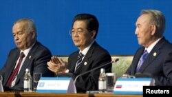 Қазақстан президенті Нұрсұлтан Назарбаев, Қытай төрағасы Ху Цзиньтао және Өзбекстан президенті Ислам Каримовтің Астанада өткен Шанхай ынтымақтастық ұйымының саммитінен кейінгі баспасөз конференциясы, Астана, 15 маусым 2011 жыл