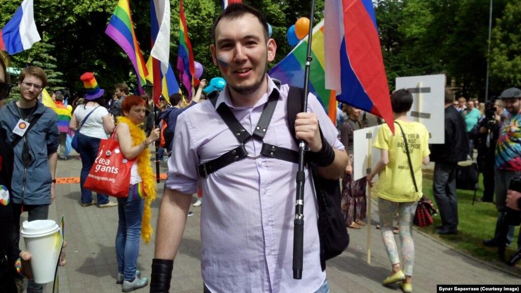 Вообще то я не гей в отличии от меня