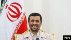 رییس جمهوری اسلامی ایران تاکید کرده است که ایران در باره برنامه هسته ای خود تنها با آزانس بین المللی انرژی هسته ای مذاکره می کند. (عکس از فارس)