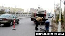 Ремонтные работы на улице Андалып, Ашхабад, 14 марта, 2017.