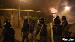 Ոստիկանությունը Սարի թաղում ցրում է ցուցարարներին, 29-ը սեպտեմբերի, 2016թ․