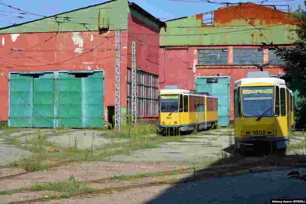 «Дом» трамваев стал «кладбищем» трамваев. Алматы, 9 августа 2016 года.