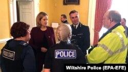 Амбер Радд (2-а Л) під час зустрічі з представниками поліції у справі отруєння Сергія Скрипаля, 9 березня 2018 року
