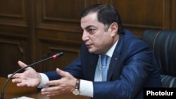 Armenia - Vahram Baghdasarian, the parliamentary leader of the ruling Republican Party, speaks at a news briefing in Yerevan, 5Feb2016.