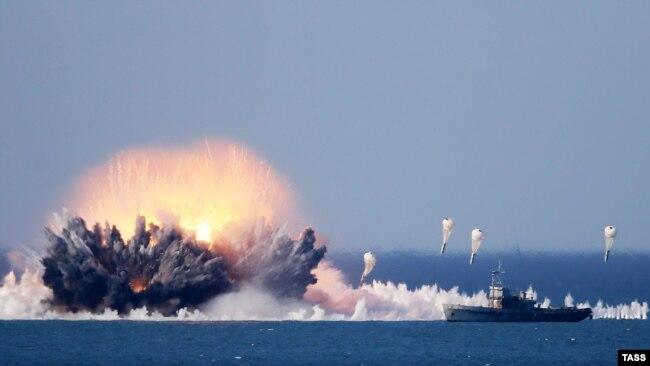 Взрыв вакуумной бомбы, эпизод российских военных учений «Кавказ-2016» вблизи крымского полигона Опук, сентябрь 2016 года