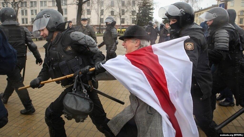 Оппозиционерку высылают из Белоруссии «в интересах порядка»