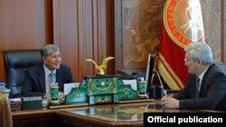 Алмазбек Атамбаев мурдагы шаар мэри Кубанычбек Кулматовду кабыл алды. 12-фераль, 2016-жыл