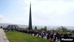 Мемориальный комплекс «Цицернакаберд» в Ереване, Армения.