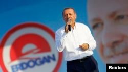 Турскиот претседател и поранешен премиер Реџеп Таип Ердоган.