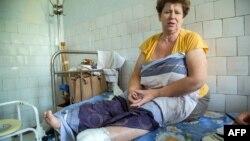 Поранена жінка в лікарні міста Щастя на контрольованій урядом частині території Луганщини (архівне фото)