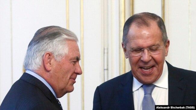 Rex Tillerson dhe ministri i Jashtëm rus, Sergei Lavrov.