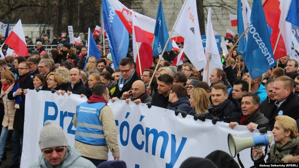 Картинки по запросу В Варшаве продолжаются протесты