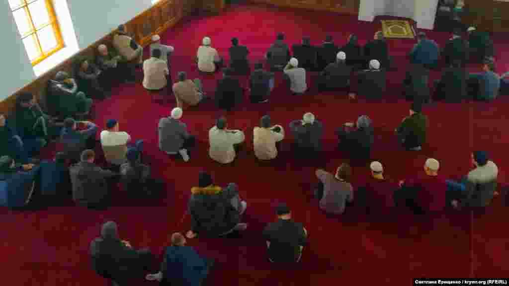 Dua vaqtında imam Üsein Tohlu, Edem Bekirovnı qırımtatar halqınıñ qırılmaycaq ruhunıñ timsali kibi hatırlay