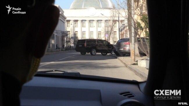 Його машина перебувала в МВС близько 15 хвилин, а потім попрямувала до офісу