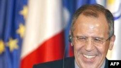 سرگئی لاوروف، وزير امورخارجه روسيه،از تاکید ایران بر استمرار برنامه هسته ای و موشکی خود، انتقاد کرده است.