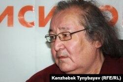 Режиссер и оппозиционный политик Болат Атабаев во время онлайн-конференции на сайте радио Азаттык. Алматы, 13 июня 2012 года.
