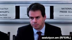Посол Франции в Армении Джонатан Лакот