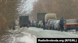 Вантажівки, які прямують в логістичний центр