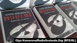 Книжка Енн Еплбом «Червоний голод: війна Cталіна з Україною»
