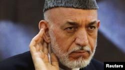 Ауғанстан президенті Хамид Карзай баспасөз мәслихатында отыр. Кабул, 18 маусым 2013 жыл.