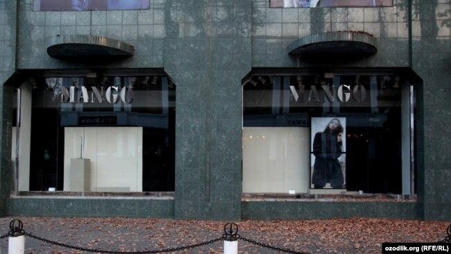 """Mango"" brend mağazası"