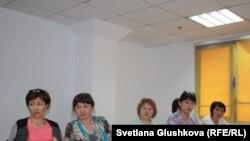 Предпринимательницы, работающие в коммунальном павильоне «Кокше-Камкор» в Кокшетау. Астана, 25 июля 2016 года.