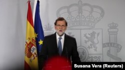 Mariano Rajoy gjatë deklaratës së mbrëmshme për zhvillimet reth Katalonjës