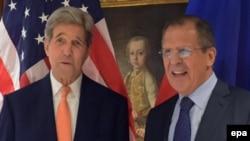 جان کری، وزیر امور خارجه آمریکا و سرگئی لاوروف،وزیر امور خارجه روسیه در مذاکرات چهارجانبه وین
