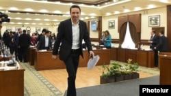 Armenia - Yerevan Mayor Hayk Marutian arrives for a session of the city council, May 8, 2019.