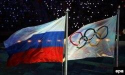 Флаги России и Олимпийского движения, Сочи, закрытие Олимпиады-2014