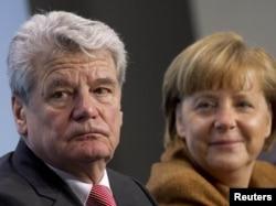 Нынешний президент ФРГ Йоахим Гаук и канцлер Ангела Меркель