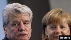 Joahim Gauk i Angela Merkel
