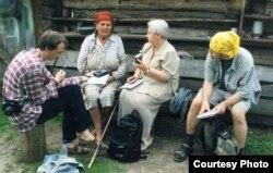Эльжбета Смулкова ў дыялекталягічнай экспэдыцыі на Мазыршчыне, 2000-я гады