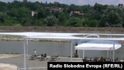 Скопје има градска плажа, ама нема функционален базен за разладување на високите температури, се жалат граѓаните.