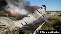 Сгоревшая складская конструкция.